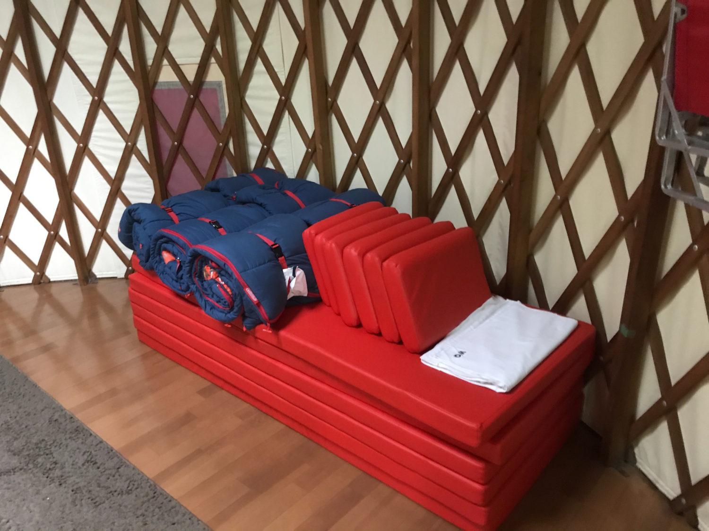 コテージキャンプ寝室