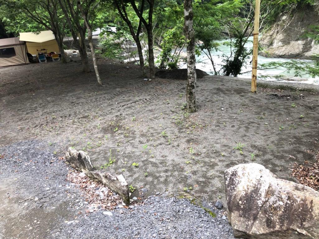 将門の滝オートキャンプ場崖